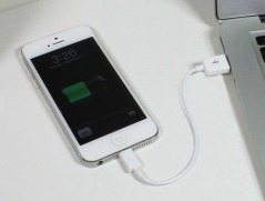 Lightning-Cable-and-iPhone